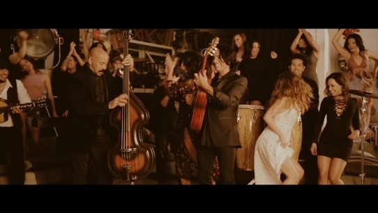 La Sandunguita (feat. Oscar D' leon)
